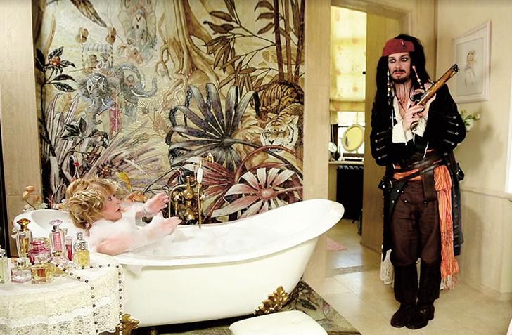 Фото №1 - За кадром: как снимали Аллу Пугачеву в ванной для шоу Галкина