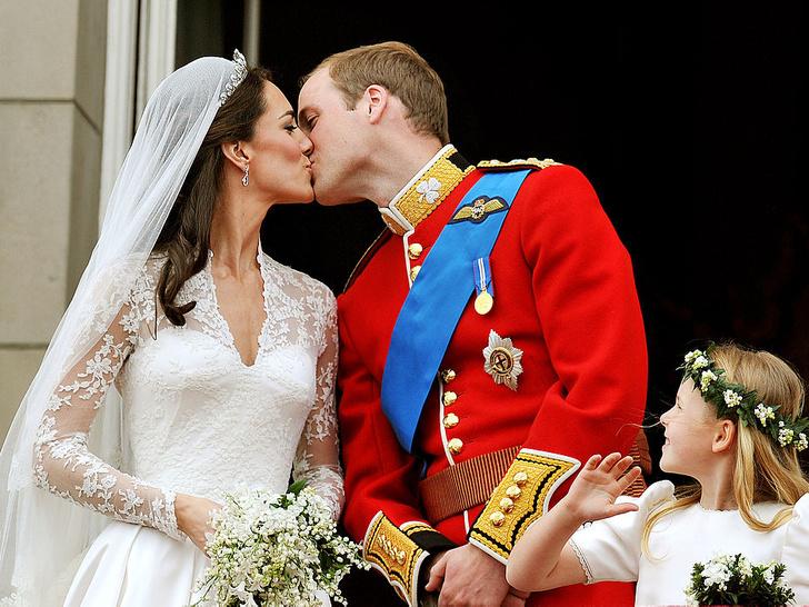 Фото №3 - Почему на свадьбе Елизаветы и принца Филиппа не было традиционного поцелуя молодоженов