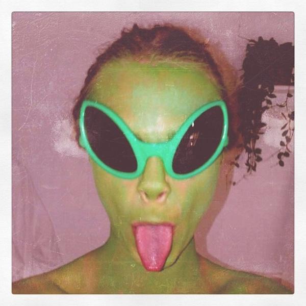 Фото №25 - Фейспалм и губы уточкой: самые смешные фото Кары Делевинь