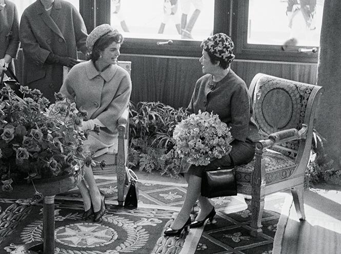 Фото №7 - Первые леди Франции: от Ивонны де Голль до Карлы Бруни-Саркози