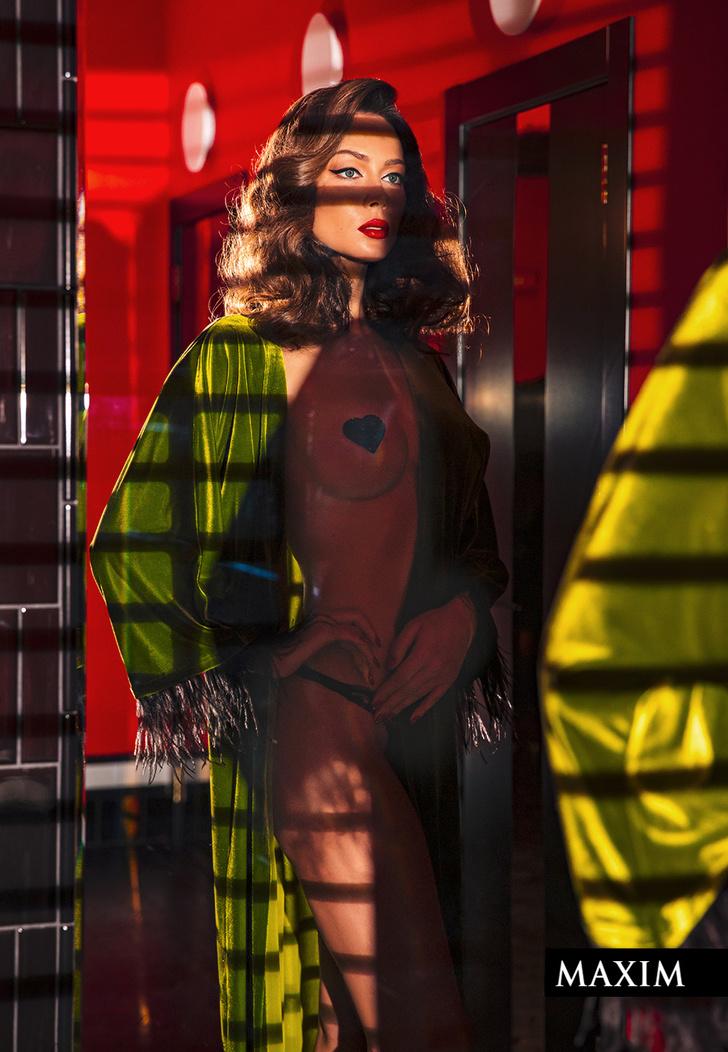 Стикини @ms_polly_sparkle, халат Temptress Lilith @lilith.temptress