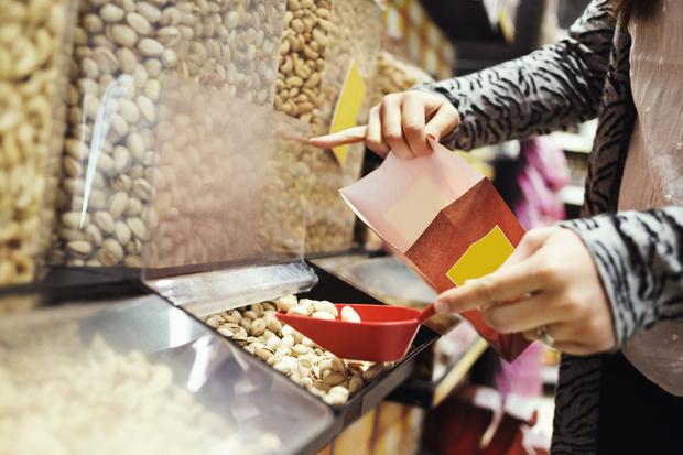 Фото №2 - Почему опасно покупать в магазине продукты на развес