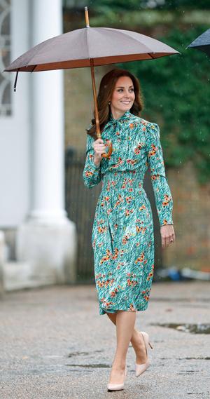 Фото №10 - Символы и знаки: как королевская семья общается при помощи одежды