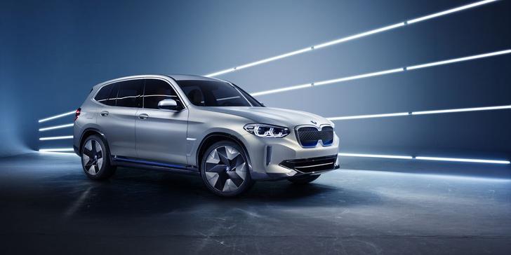 Согласись, концептуальный BMW iX3 похож на серийный вариант как брат-близнец