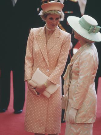 Фото №30 - От персикового до фуксии: как принцесса Диана носила розовый цвет (и почему он ей так шел)