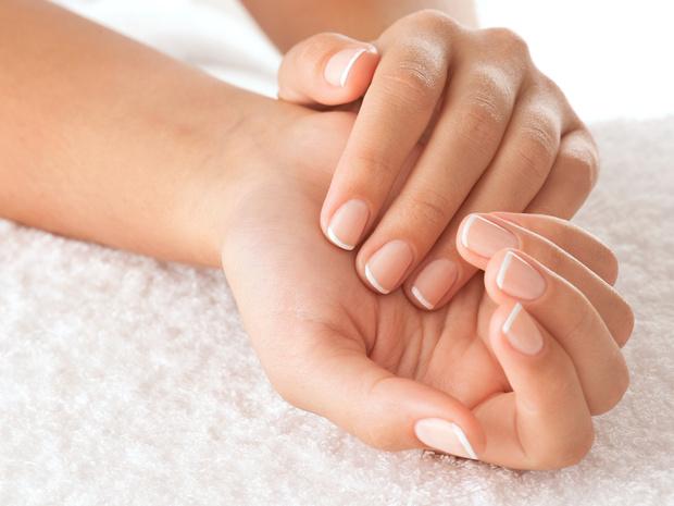 Фото №2 - 7 приемов, как сделать ногти визуально длиннее и красивее