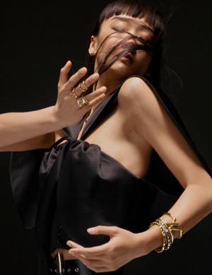 Фото №2 - Франческа Амфитеатроф представила ювелирные интерпретации инициалов Louis Vuitton в коллекции LV Volt