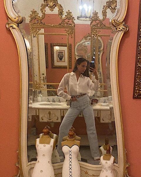 Фото №2 - Катя Сафарова показала, с чем носить широкие джинсы в сентябре