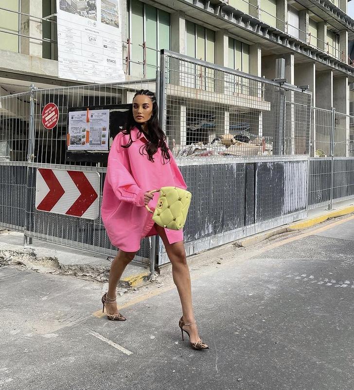 Фото №3 - Розовая рубашка, которая нужна нам всем: показывает Зендая