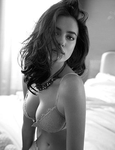Фото №1 - Ирина Шейк показала сексуальное нижнее белье