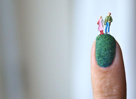 Фото №1 - Бархатные ногти: модный маникюр-2012