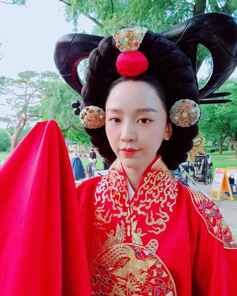 Фото №2 - Pretty Unnie: Самые интересные подробности о шикарной «Королеве Чорин» Щин Хе Сон 👸🏻