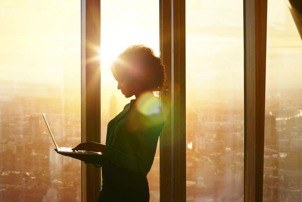 Фото №1 - Женское счастье: стоит ли предпочитать брак карьере?