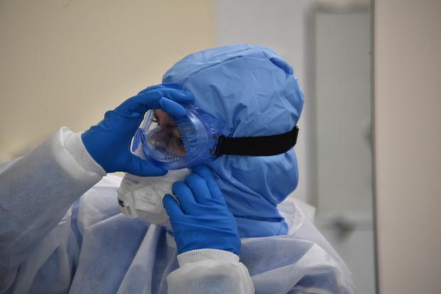 Фото №1 - Борная кислота в глаза: как должны защищать себя медики, обнаружившие коронавирус у пациента