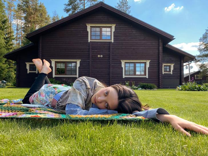 Фото №1 - Идеальные выходные на даче с сестрами Настей и Ариной Шевцовыми