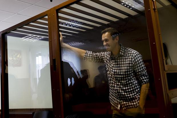 Фото №2 - Уж лучше ролтон! Юлия Навальная в шоке от меню мужа в СИЗО и готовит посылку