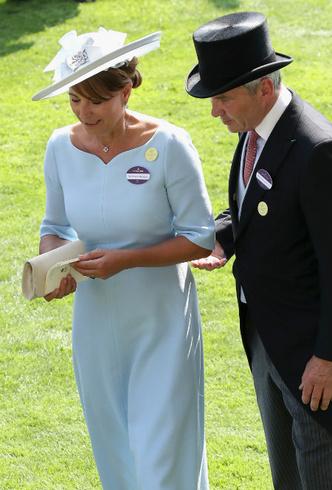 Фото №2 - Почему родителей герцогини Кейт больше не приглашают на важные события