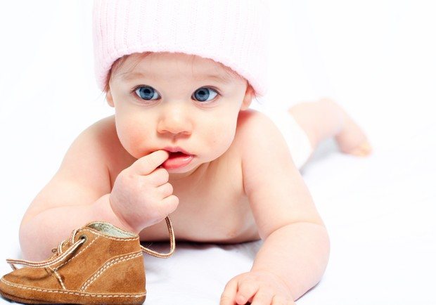 Фото №2 - Почему малыши все тянут в рот?