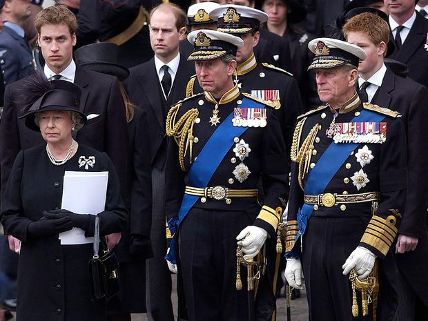 Фото №1 - 5 важных традиций Виндзоров, связанных с похоронами членов королевской семьи