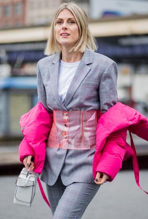 Фото №41 - Life in Plastic: как носить пластиковые вещи этой весной