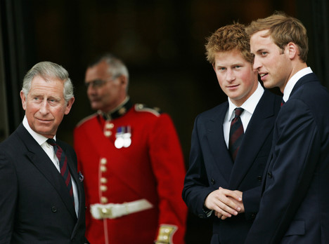 Боль отца: чем Гарри и Уильям разочаровали принца Чарльза