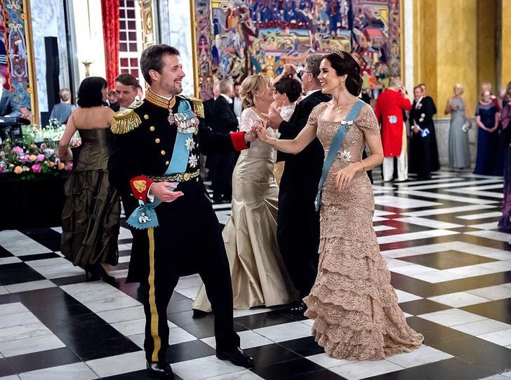 Фото №1 - Привычка жениться: кронпринц Фредерик и принцесса Мэри снова отправятся под венец