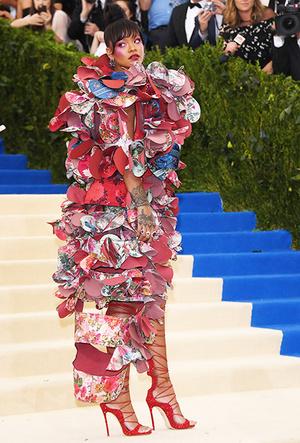 Фото №30 - История Met Gala: самые знаменитые наряды Бала Института костюма