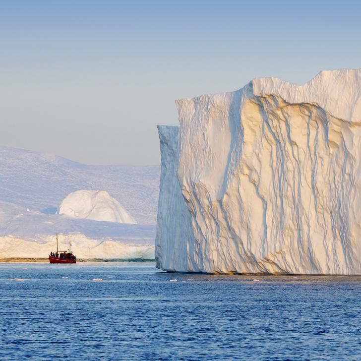 Фото №1 - Гигантский айсберг откололся от Гренландии