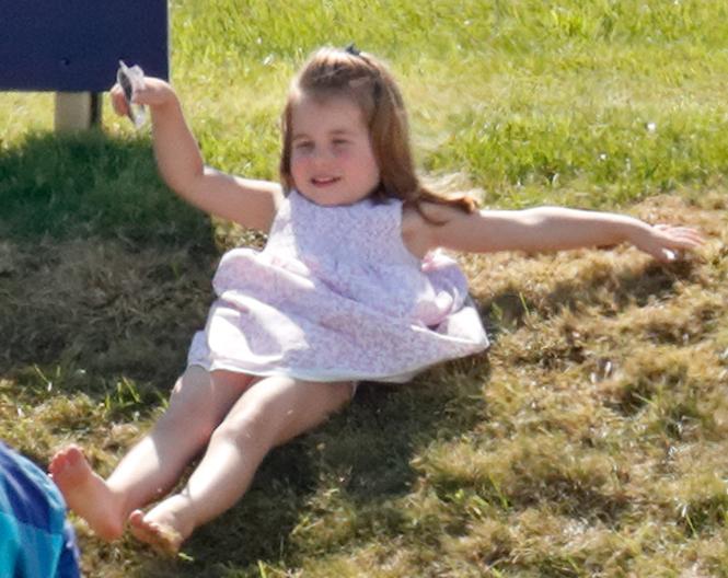 Фото №11 - Семейный выходной: принцесса Шарлотта, принц Джордж, Кейт и Уильям на игре в поло