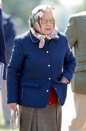 Фото №20 - Без церемоний: как Карл Лагерфельд провоцирует британских монархов