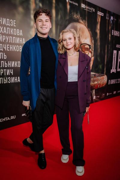 Фото №3 - Какой фильм, такие и наряды: Ходченкова появилась на премьере «Дела» в строгом костюме