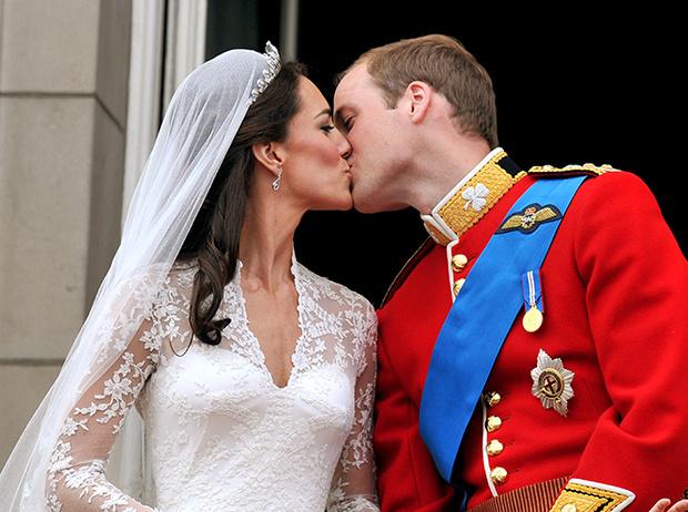 Фото №41 - Самые трогательные моменты королевских свадеб (о Гарри и Меган мы тоже не забыли)