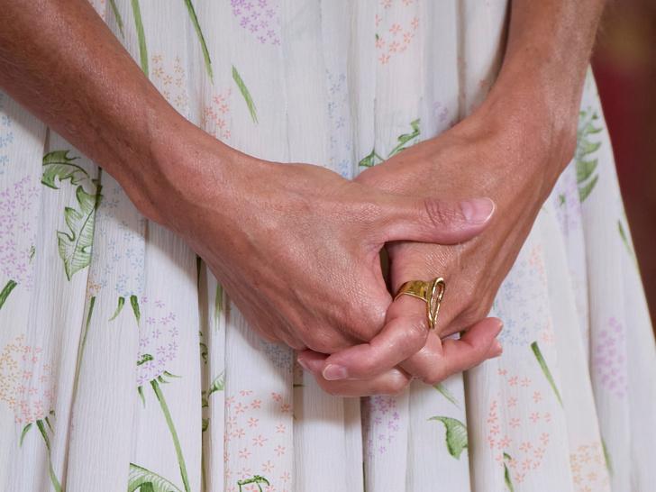 Фото №4 - Самое любимое сентиментальное украшение королевы Летиции (и это вовсе не помолвочное кольцо)