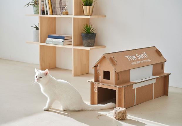 Фото №1 - Из коробок от телевизоров Samsung теперь можно сделать домик для кошки, стеллаж или подставку под Xbox