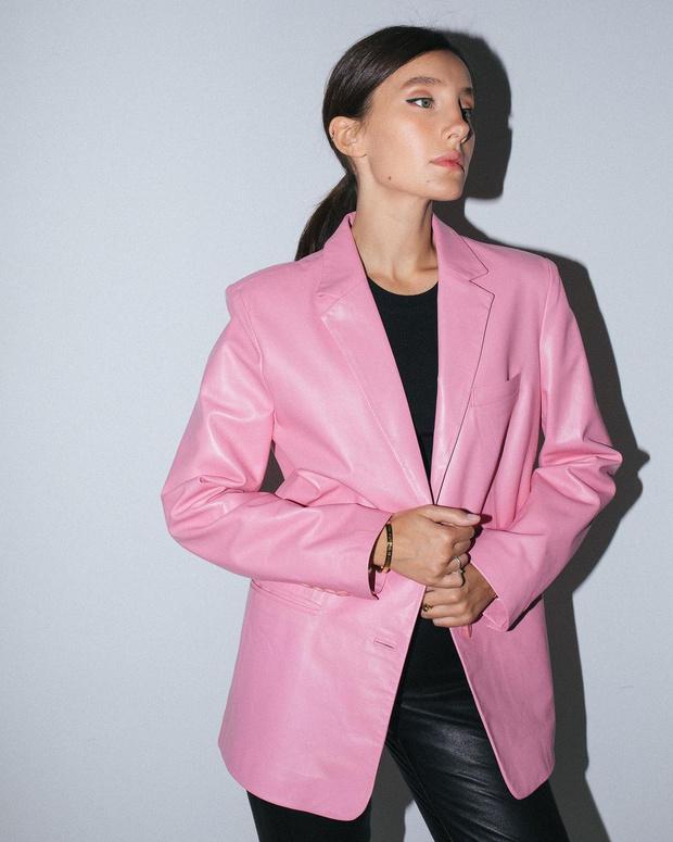 Фото №3 - Где найти цветной кожаный жакет, как у француженки Жюли Феррери?