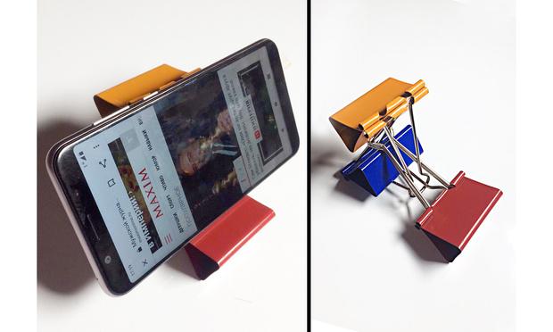 Фото №1 - Лайфхак: подставка для смартфона из офисных зажимов своими руками