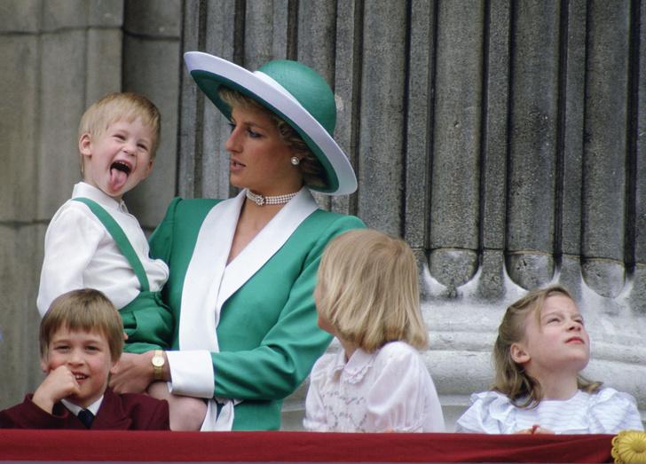 Фото №1 - Мама-тиран: стало известно, как на самом деле воспитывала сыновей леди Диана