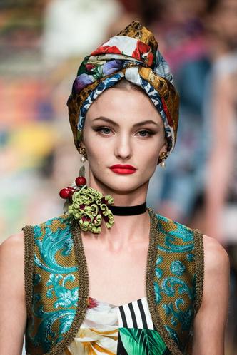 Фото №4 - Панамы, шляпы, кепки: самые модные головные уборы лета 2021
