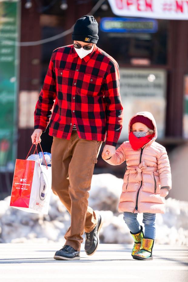 Фото №3 - Начните день с улыбки: самые милые снимки Брэдли Купера с дочерью Леей