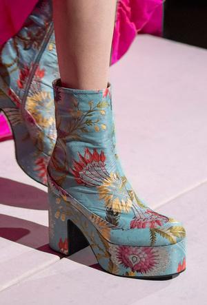 Фото №11 - Самая модная обувь весны и лета 2020: советы дизайнеров