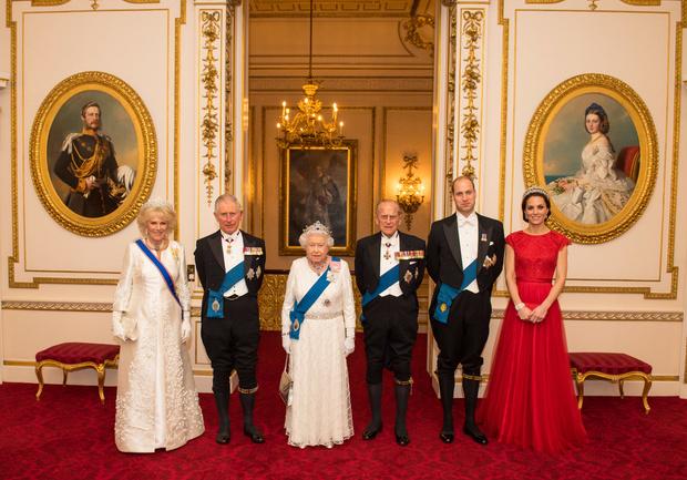 <p>Елизавета II не хочет, чтобы ее драгоценностями распоряжалась Камилла Паркер Боулз</p>