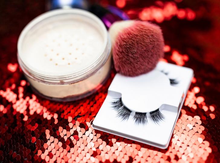 Фото №3 - 6 ошибок, которых стоит избегать в новогоднем макияже