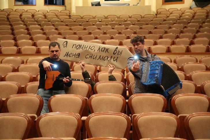 Фото №8 - «Никто не целится в смотрителя из лука»: российские театры, музеи и библиотеки пытаются весело скучать по посетителям (фото)