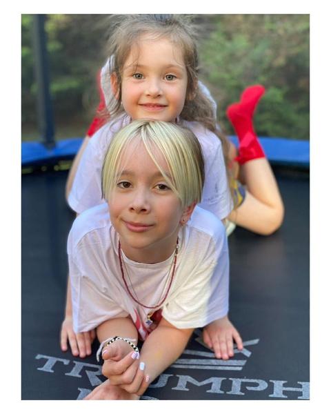 Фото №1 - 5-летняя тетя 10-летней племянницы: новое фото Вари Мороз и Ани Богомоловой