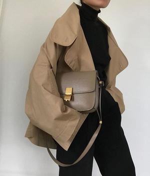 Фото №1 - Модные лайфхаки: как подобрать цвет сумки под свой аутфит