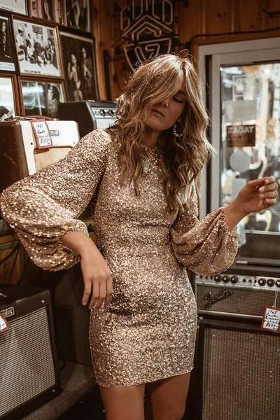 Фото №1 - В чем встречать Новый год 2021: платья и топы с пайетками