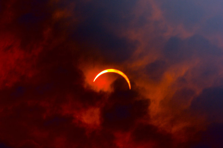 Фото №1 - Могут ли случиться в один день солнечное и лунное затмения?