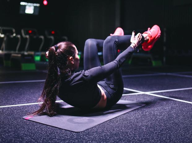 Фото №5 - Домашние тренировки: как заниматься спортом без инвентаря