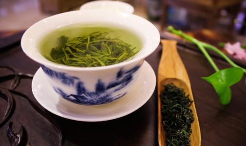 Фото №1 - Диетолог назвала продукты с «омолаживающим» эффектом. Лидируют зеленый чай и куркума