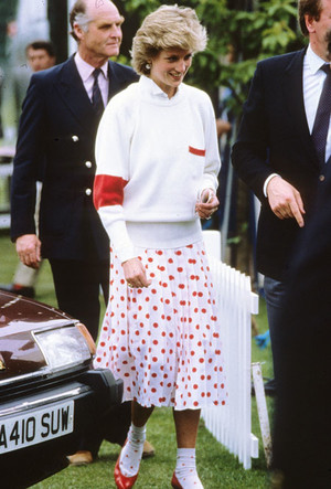 Фото №13 - Вечная классика: как королевские особы носят плиссированные юбки